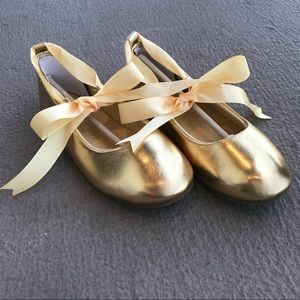 Other - Youth Gold leather shoe with ribbon/bow size 2